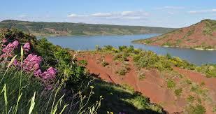 Tineiral à Néffiès Le lac du Salagou