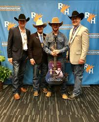 CODY JOHNSON BREAKS RECORDS AS THE ONLY UNSIGNED ARTIST IN HISTORY ...