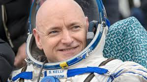 Astronaut Scott Kelly Spends Year in Space, Gets Sony Movie Deal ...
