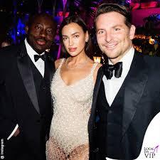 Irina Shayk (in mutande) fa festa insieme all'ex Bradley Cooper