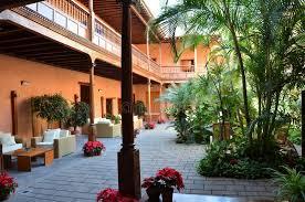 41 Jardín Interior De La Casa Colonial Fotos - Libres de Derechos ...