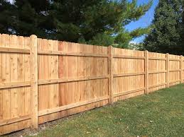 Wood Fence Installation Assembled Versus Stick Built Fence Flatiron Fencing And Lawn