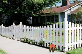 Scoop Redwood Dog Ear Picket Fence