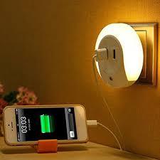 Đèn cảm ứng gắn tường có cổng sạc USB