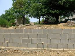 building a cinder block retaining wall