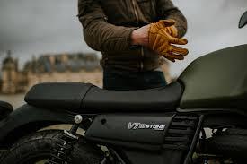 Moto Guzzi V7 III Stone et Special : Notre avis !   4h10