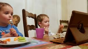 Làm sao cho trẻ ăn ngon mỗi ngày mà không cần ipad? - Bio-acimin