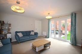 4 bed detached house for in