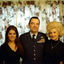 Priscilla with her parents in 1969. Her mother Ann was born in 1926, and is  now 91 years old.… | Elvis presley photos, Elvis presley family, Elvis  presley priscilla
