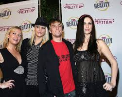 Leslie Carter, sister of pop stars Nick and Aaron Carter, dies in ...