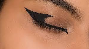 graphic cat eye makeup look