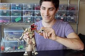 Aaron Newman Lego Master Hot Nerd: Gay or Girlfriend, Shirtless?