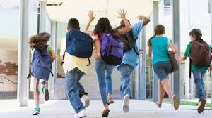 Elevii se întorc la şcoală miercuri. Când încep EVALUĂRILE