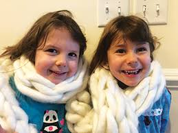 The tzedakah of twins Shira and Ava Robinson touches, inspires many –  Jewish Journal