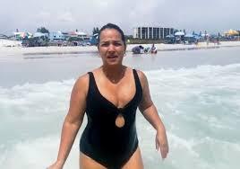 Adamari López: vacaciones en la playa durante la pandemia | People en  Español