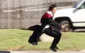 Uomo vola sulla scopa come Harry Potter, il video raggiunge 2 ...