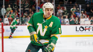 Zach Parise honors dad by wearing North Stars gear - YouTube