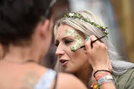 uk festivals are banning glitter