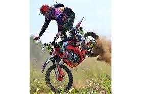 biker motor trail meregang nyawa