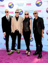 Gwen Stefani and bandmates Tom Dumont, Adrian Young, and Tony ...