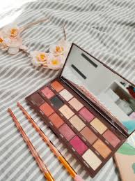 makeup revolution paleta cieni