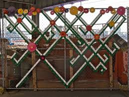 6 Decorated Chain Link Fences Chain Link Fence Fence Art Fence Weaving