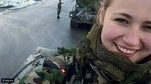 هوس السيلفي يتنقل إلى مجندات الجيش السويسري رائج