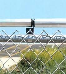 Una Solucion Humana Fence With Coyote Roller El Rodillo Coyote Simplemente Niega El Paso Del Animal Coyote Rollers Dog Proof Fence Dog Fence