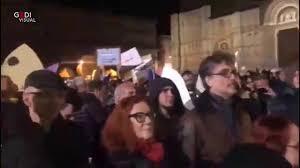BOLOGNA: 15mila sardine in piazza Maggiore contro la Lega di ...