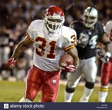 Oakland, California, USA. 20th Oct, 2003. Kansas City Chiefs running back Priest  Holmes (31) on Monday,