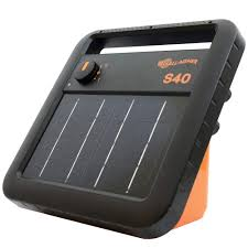 Gallagher S40 Solar Electric Fence Charger Powers Up To 25 Mile 80 Acres Of Fence Low Impedance 0 4 Stored Joule Energizer Unique Battery Saving Technology Solar Battery Leadsets Included