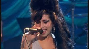 Amy Winehouse - Valerie - Live HD - YouTube
