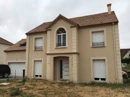 maison avec garage accolé aménagé