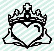 Amazon Com Claddagh Celtic Knot Crown Heart Vinyl Decal Love Loyalty And Friendship Decal Irish Wall Art Handmade