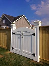 Chriskauffman Blogspot Ca 2 Years And 2 Months Later Fence Gate Design Backyard Gates Farm Gate Entrance