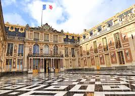 plan your trip to paris during holidays