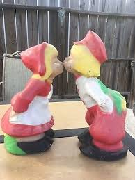 dutch boy and girl concrete statues