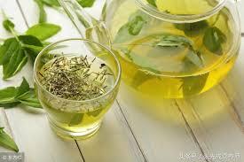 夏天喝绿茶有讲究,哪些人不适合喝?