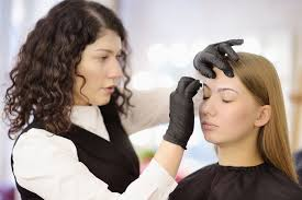 how to bee a cosmetologist