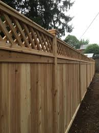 Red Cedar Privacy Fence With A Diagonal Lattice Topper Fence Design Privacy Fence Designs Lattice Fence