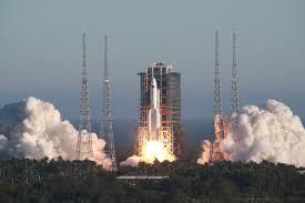 China lanza nueva nave espacial, con la que el futuro espera llevar  astronautas a la Luna - La Tercera