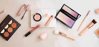 makeup logo and give beauty hacks