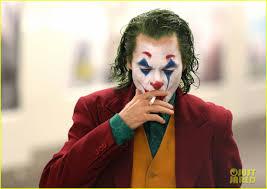 joker cally walks through nyc subway