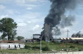 Venezia, incendio in azienda chimica, enorme nube di fumo e 2 ...