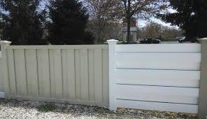Vinyl Fence In Vertical And Horizontal Shawdowbox Vinyl Fence Farm Yard Fence
