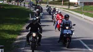 Kostenloses Foto zum Thema: motorradfahrer, radfahrer