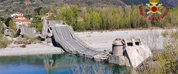 Massa Carrara: crolla il ponte di Albiano, un ferito