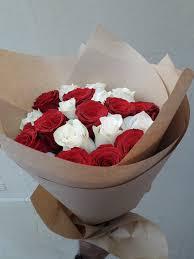 الهدايا أبيض وردة حمراء باقة ا 7878377 مزاد قطر