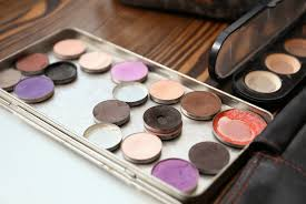 how to make a travel size makeup palette