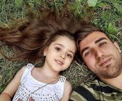 Con gái xinh đẹp được cả thế giới ca tụng nhưng bố mẹ luôn nơm nớp ...